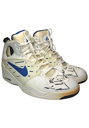 Charles Oakley New York Knicks Game-Used & Autographed Sneakers (JSA)